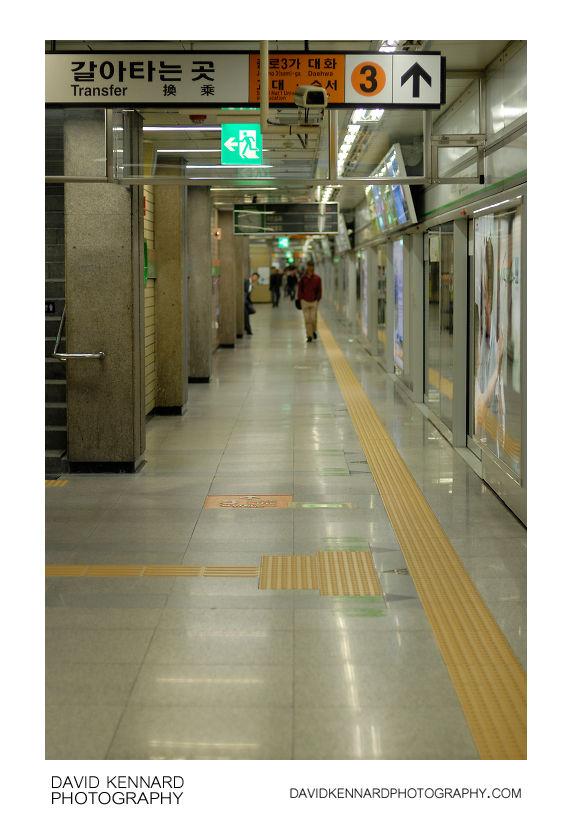 Seoul Metro Line 3 platform, Euljiro 3-ga station