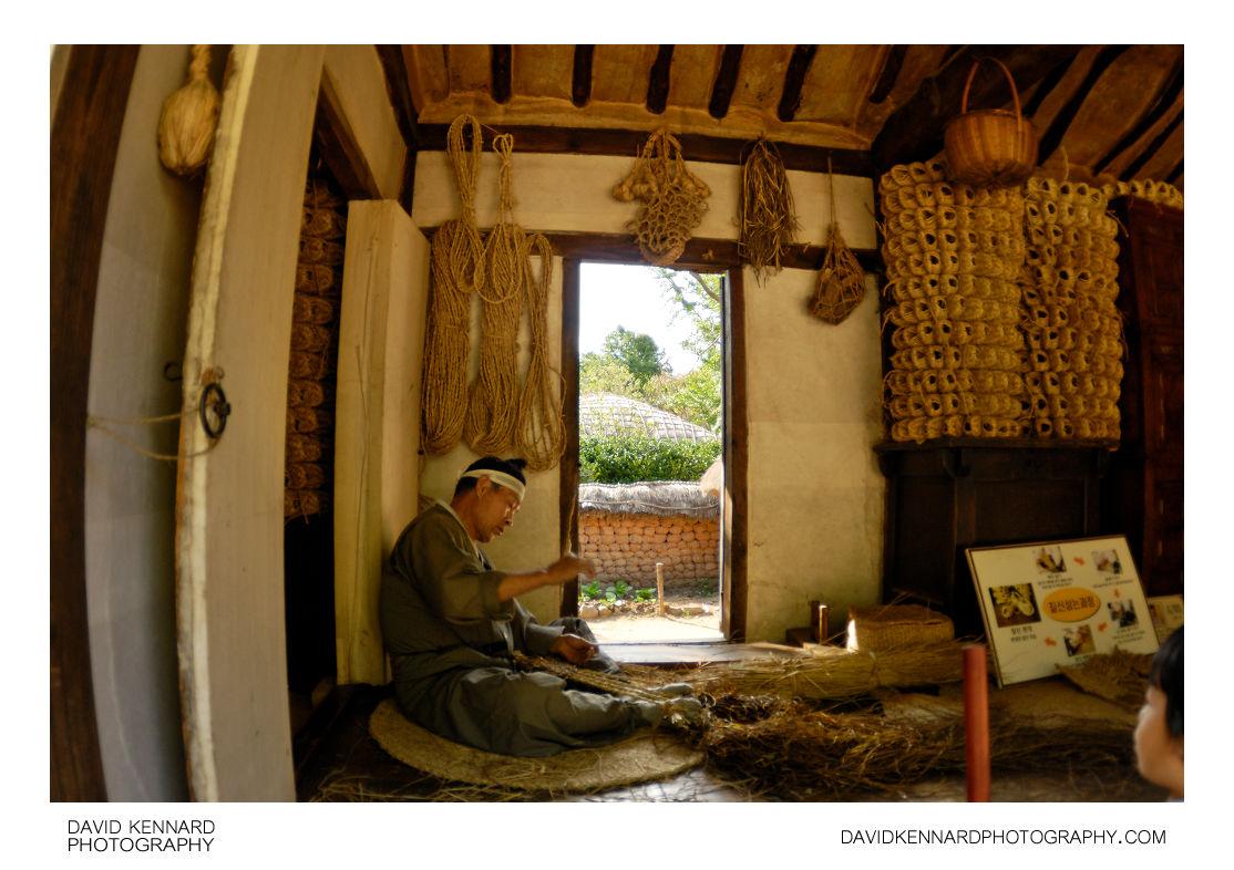 Making Traditional Korean Straw Sandals