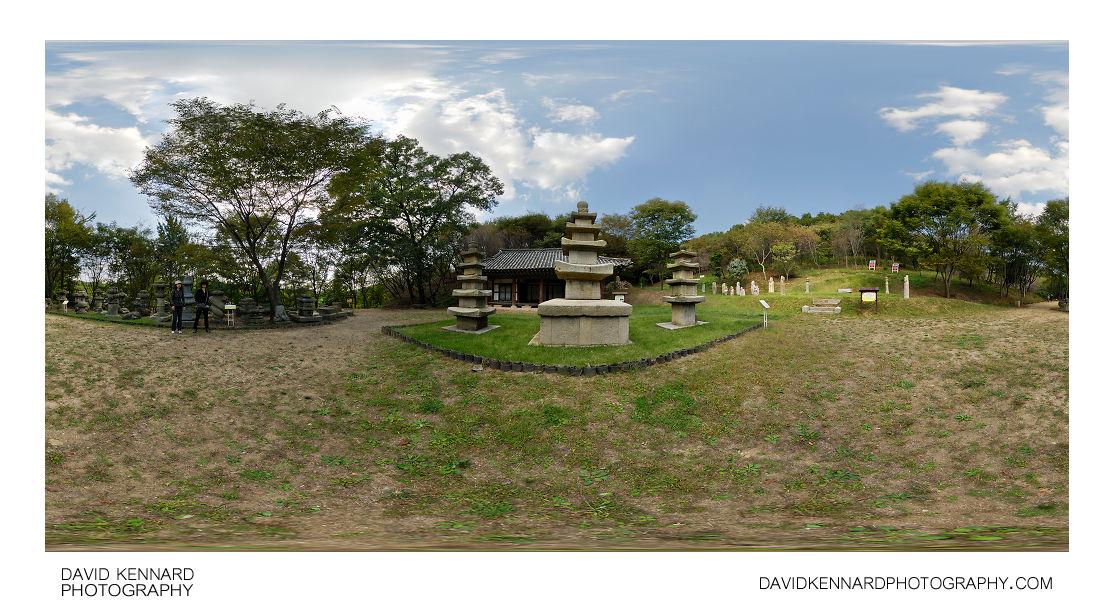 Stone pagodas and other stonework, Korean Folk village