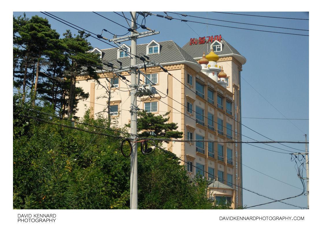 Hotel, Yongho-ri