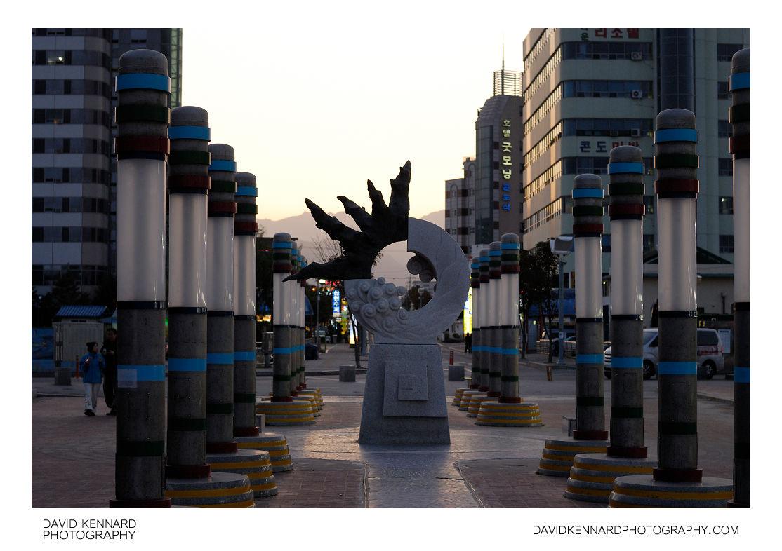 Sculpture at Sokcho beach