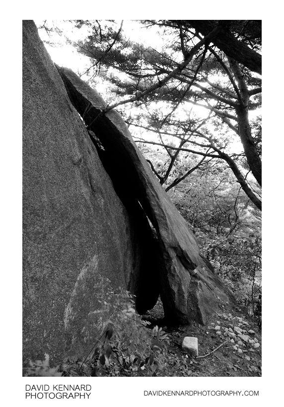 Split rock on Buramsan