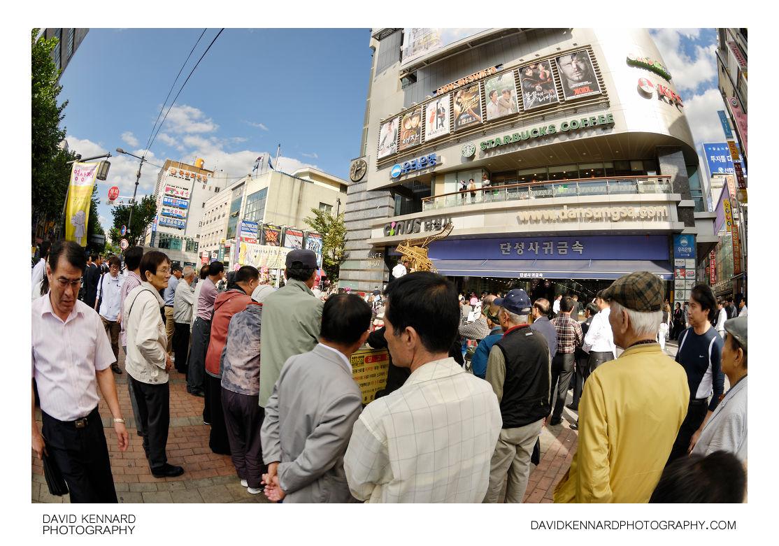 Crowd outside Dansungsa cinema