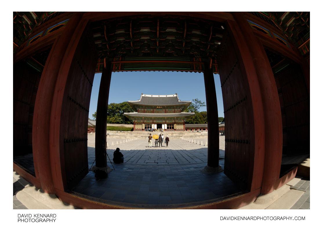 Injeongjeon through Injeongmun, Changdeokgung palace