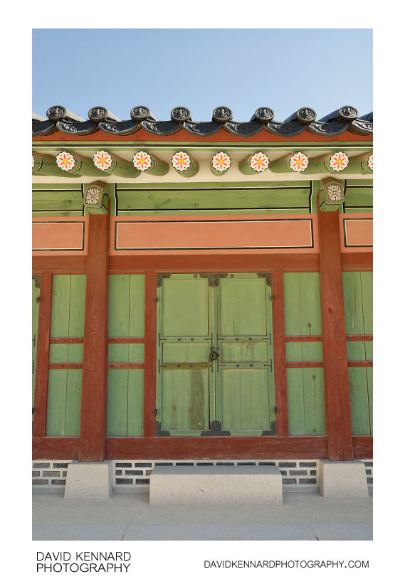 Doors on building, Changdeokgung palace