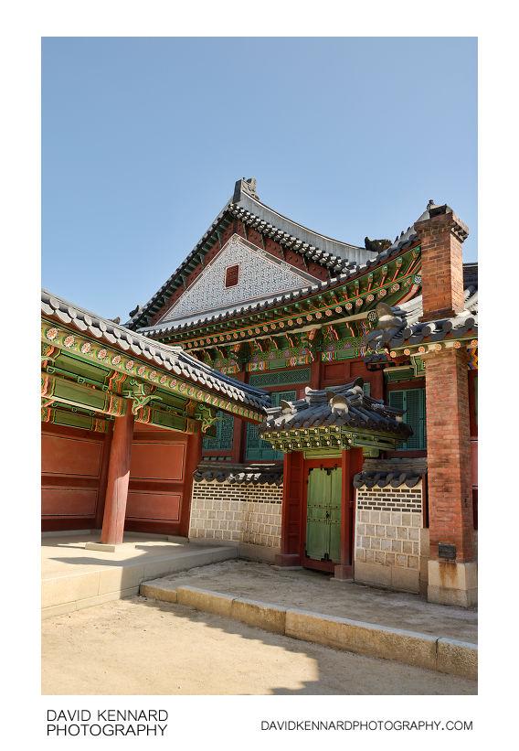 Gate at west of Huijeongdang, Changdeokgung