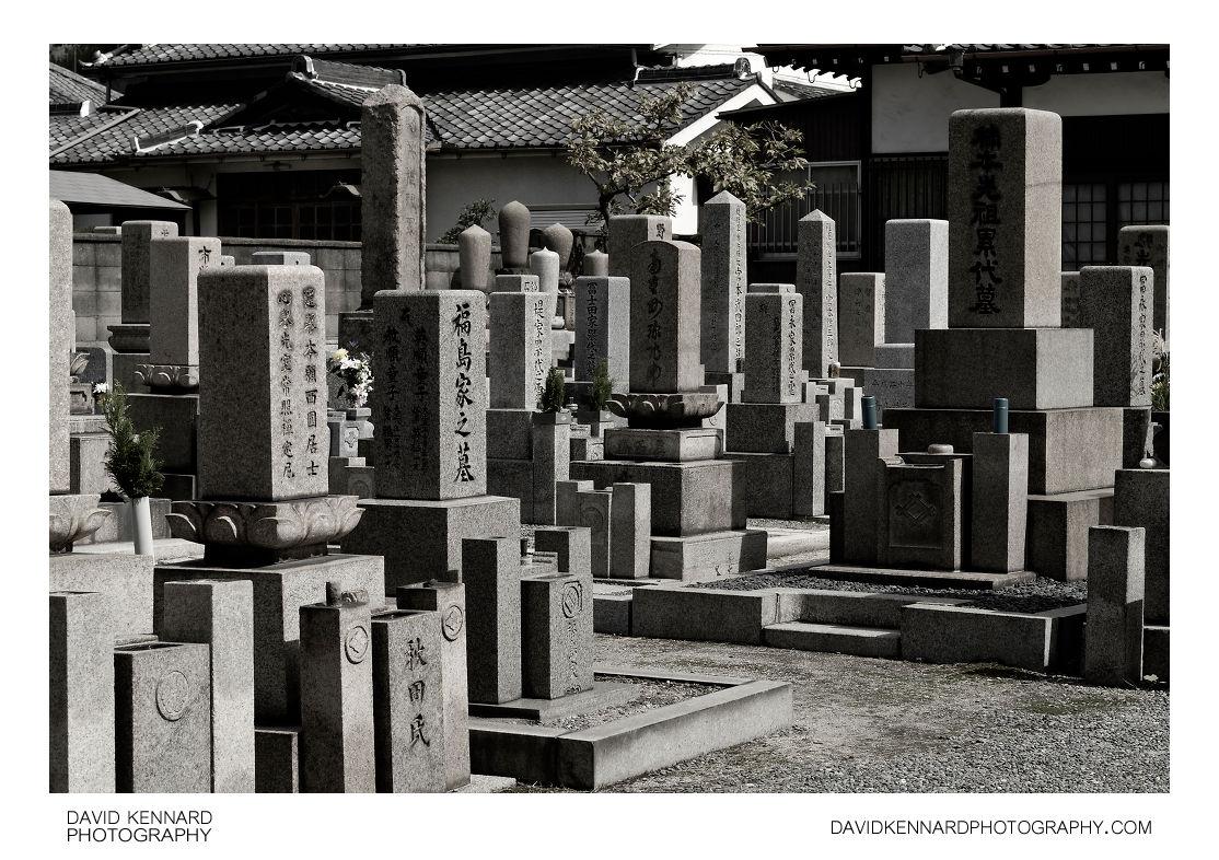 Gravestones in Sainenji