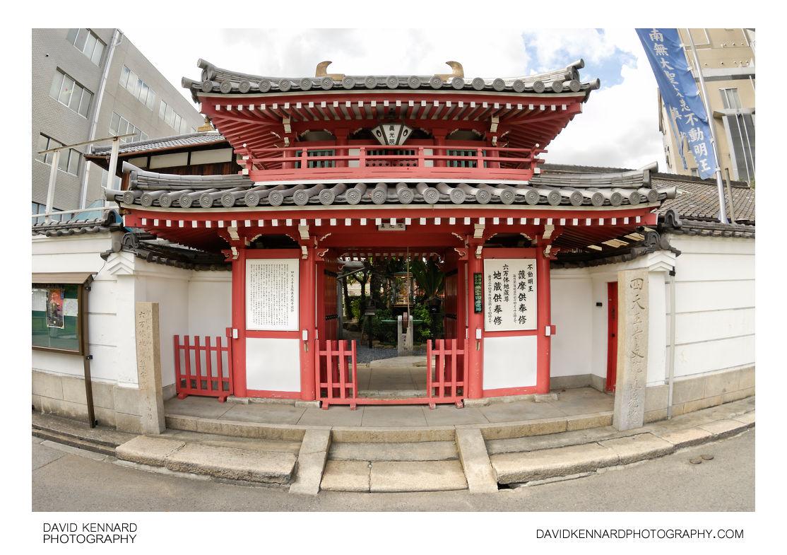 Shitennoji Shinkoin entrance