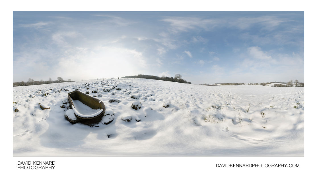 Snowy bathtub in field near East Farndon