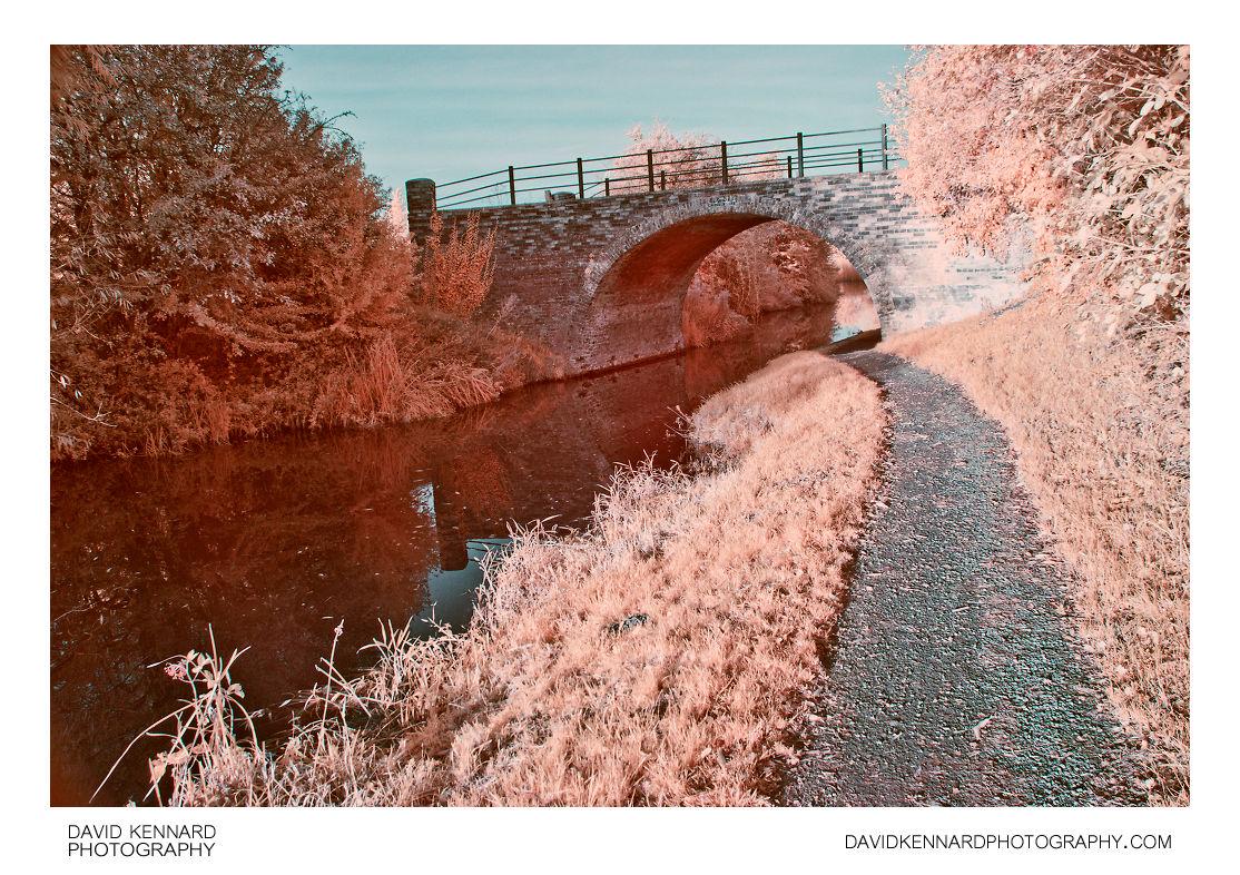 [IR] Sedgley's Bridge No 9, Grand Union Canal Harborough Arm