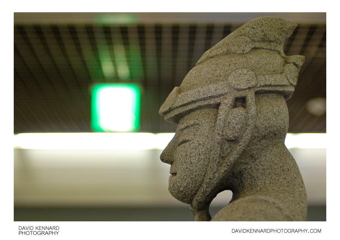 Statue in Gyeongbokgung Station