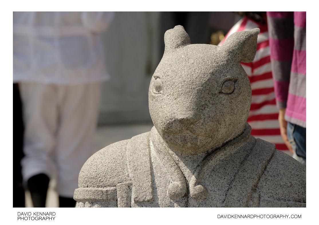 Rat statue