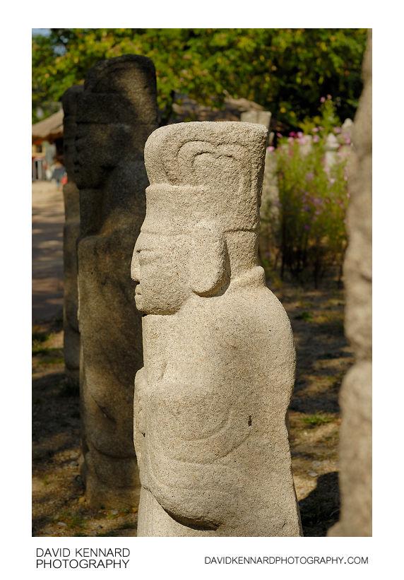 Muninseok statues