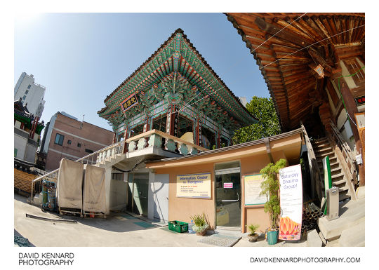 Information Center for Foreigners and Beomjongru bell pavilion, Jogyesa Temple