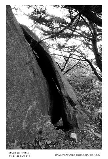 Split rock on Buramsan