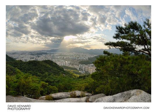 The sun shines on Seoul