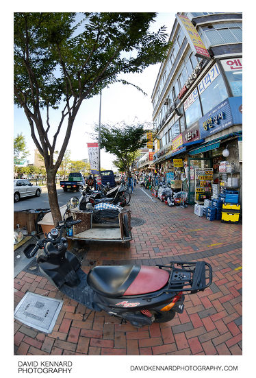 Bikes and hardware stores on Cheonggyecheon-ro