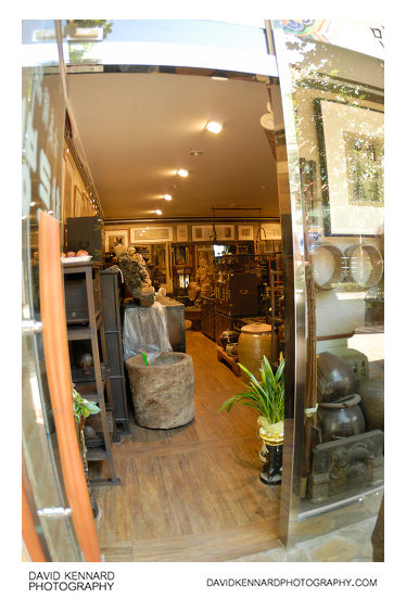 Hareubang antiques shop, Waryong-dong
