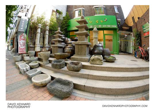 Gongdeurin antiques shop, Waryong-dong