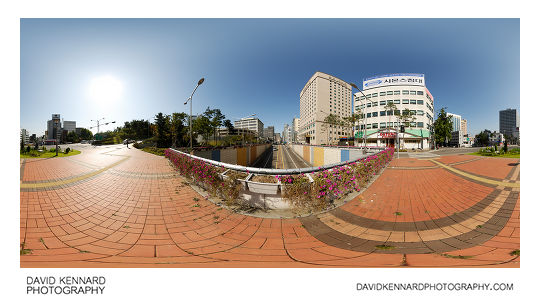 360° panorama on bridge where Samil-ro crosses over Chungmuro