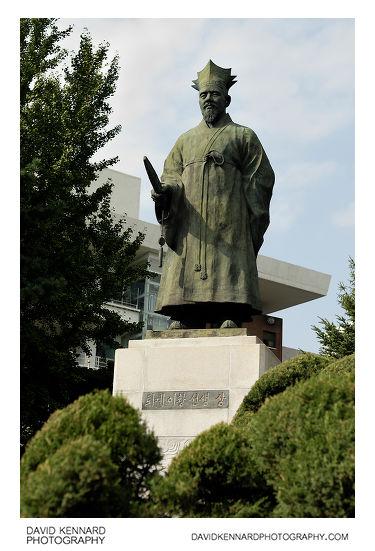 Yi Hwang (이황) statue outside Namsan Library, Seoul, South Korea