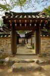 Side gate to Nae Ja-won