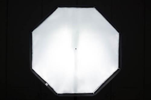 Octa umbrella softbox front panel illumination using flash with head set to 0° position