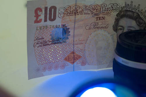 Photo of a British £10 note showing the UV security feature lit by cheap Waterproof Outdoor 380-400nM UV Ultra Violet LED Flashlight Light Torch Lamp shining through Baader U filter.